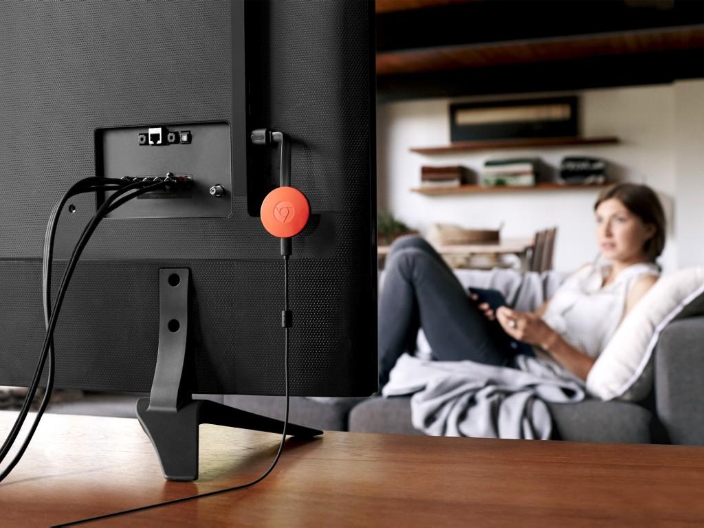 Herumhängen erlaubt: Der HDMI-Adapter Chromecast von Google benötigt weiterhin eine externe Stromquelle. Bild: Google Store
